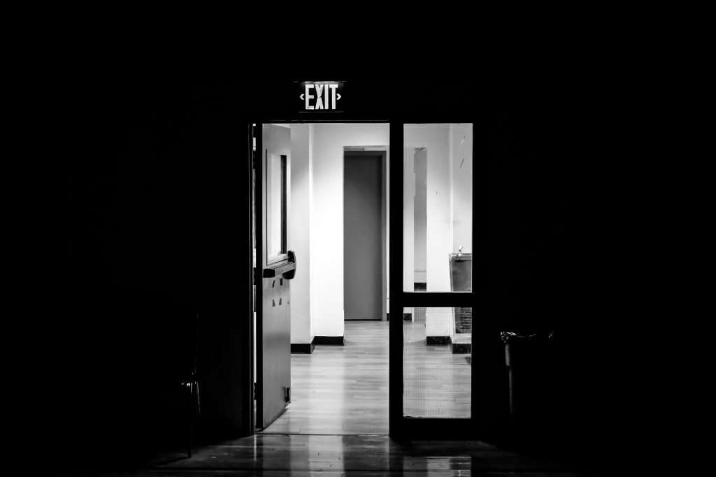 Image of door representing the exit of negative thoughts. Strategy to control your mind.